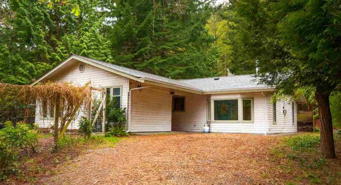 1334 Eaglecliff Road, Bowen Island