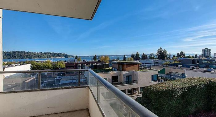 401 - 1480 Duchess Avenue, Ambleside, West Vancouver